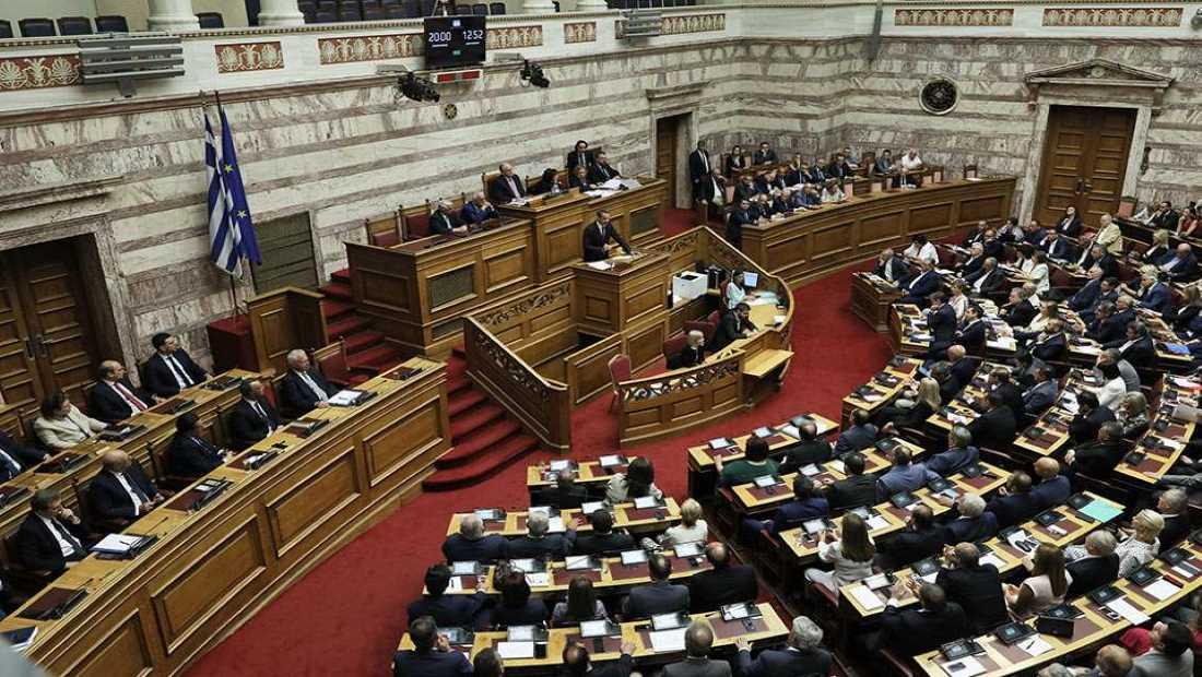 Κατατέθηκε στη Βουλή η ρύθμιση για τον υποχρεωτικό εμβολιασμό συγκεκριμένων κατηγοριών εργαζομένων